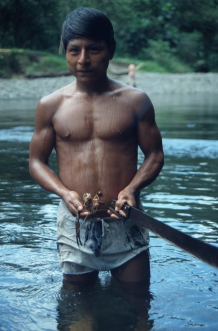 Awa-Indianer beim Fischen