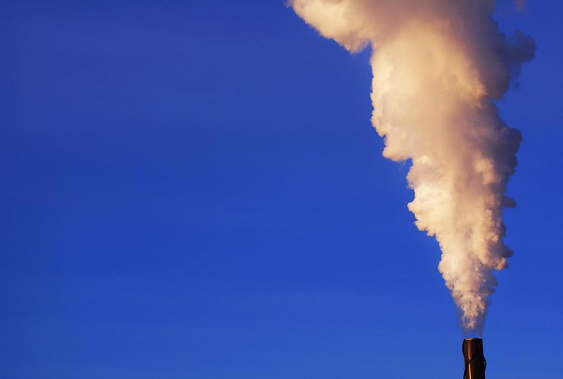 CO2 Ausstoß  Bild (Ausschnitt): © Paul Falardeau [CC BY-ND 2.0]  - Flickr