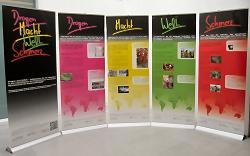 """Die Info-Ausstellung """"Drogen Macht Welt Schmerz"""" wird kostenlos an Schulen verliehen."""